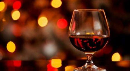 Замеченных в общественных местах пьяных госслужащих будут увольнять с работы