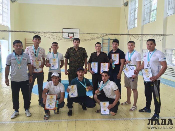 Пожарные Актау стали победителями соревнований по армрестлингу среди госслужащих