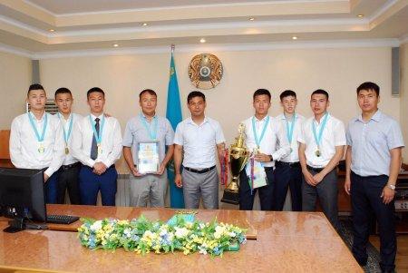 В Актау наградили победителей турнира по мини-футболу «Кубок выпускников-2016»