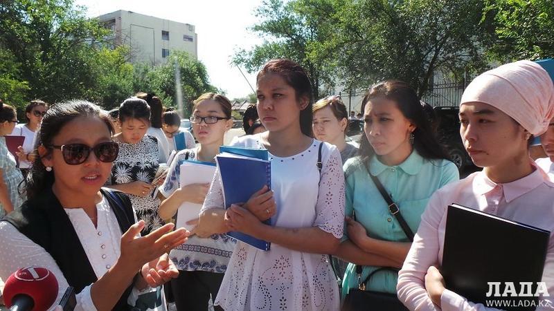 защитившие дипломные работы студенты Мангистауского гуманитарно  Не защитившие дипломные работы студенты Мангистауского гуманитарно технического университета предъявили претензии преподавателям