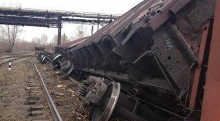 22 вагона с рудой сошли с рельсов в Актюбинской области