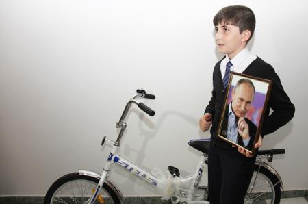 Мальчик отправил Путину три тысячи рублей для спасения экономики России