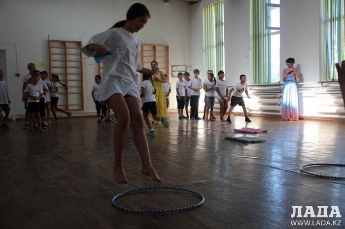 В Актау победителями соревнований «Веселые старты» стали воспитанники центра «Школьник»