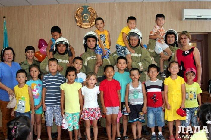 В Службе пожаротушения Актау провели праздничное мероприятие ко Дню столицы
