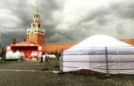 На Красной площади в Москве установили юрту