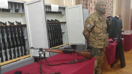 Изъятое из тайников Тулешова оружие показали журналистам