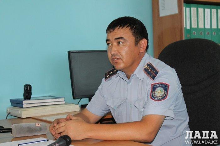 В Актау сотрудники службы пробации и участковые инспекторы полиции проверяют бывших заключенных