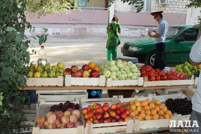 В Актау полицейские проверили торговцев арбузами и дынями