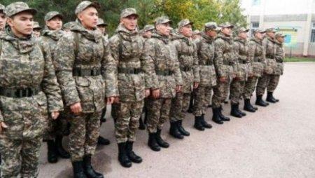 Безработных выпускников Казахстана предлагают отправлять в армию или стройбаты