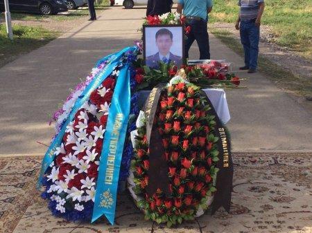 Семье погибшего полицейского Максата Салимбаева вручили ключи от квартиры