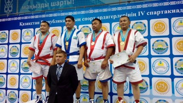 Спортсмены из Мангистау завоевали три медали на республиканском чемпионате по казакша курес среди ветеранов спорта