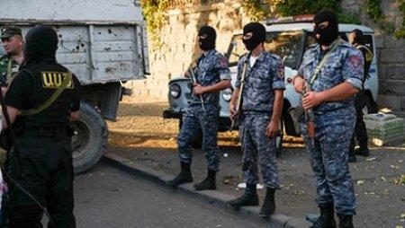 Захватившие здание полиции в Ереване взяли в заложники врачей