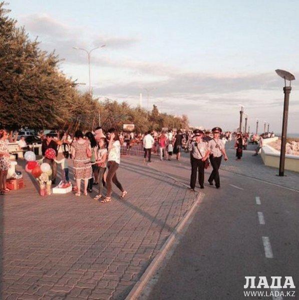 В акимате Актау отказались комментировать появление каруселей на набережной в 14 микрорайоне