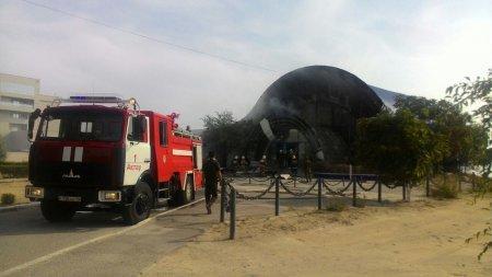 """В Актау загорелся бывший развлекательный центр """"Nautilus"""""""