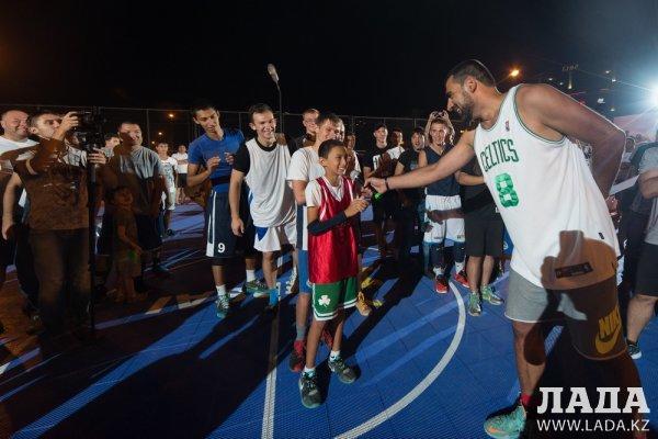 Команда «Каспий 3» стала чемпионом баскетбольного турнира «Уличная лига 2016» в Актау