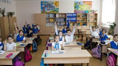 МОН РК: директора школ и учителя не вправе собирать деньги на покупку формы