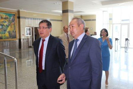 Министр образования и науки РК встретился с учителями Мангистауской области