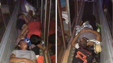 Фото с лежащими на полу пассажирами в поезде прокомментировали в КТЖ