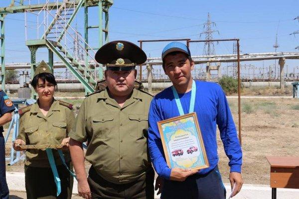 Лучшим на стометровке с препятствиями на чемпионате по пожарно-спасательному спорту в Мангистау стал Файзулла Зарифхан