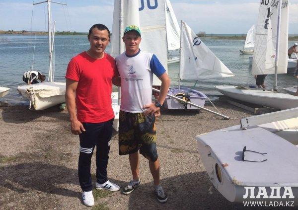 С полным комплектом медалей вернулись актауские яхтсмены с международного чемпионата по парусному спорту