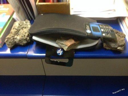 Россиянину трижды прислали по почте кирпичи вместо планшета