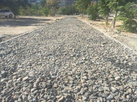 В 4 мкр. делают дорогу и брусчатку