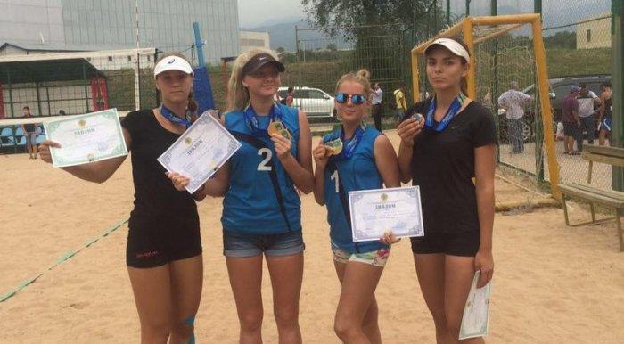 Cпортсмены из Актау завоевали шесть медалей во II туре чемпионата Казахстана по пляжному волейболу