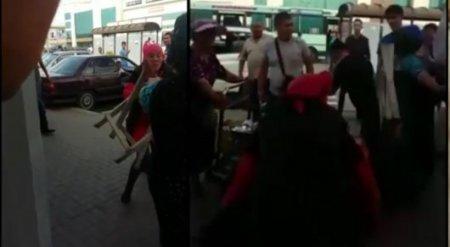 Женщины с табуретками подрались в Караганде из-за апельсина