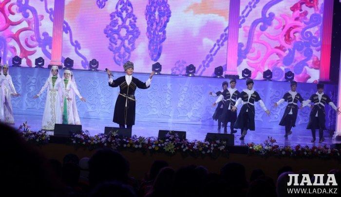 Певец из Актау Ислам Музаев стал финалистом международного фестиваля «Шекарасыз ән»