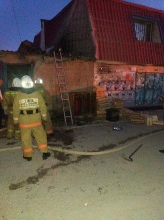 В Актау 13 пожарных тушили кухню кафе