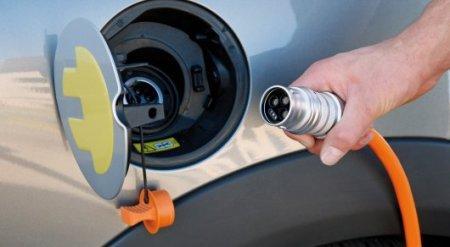 Казахстанский депутат предложил обеспечить бюджетников электромобилями