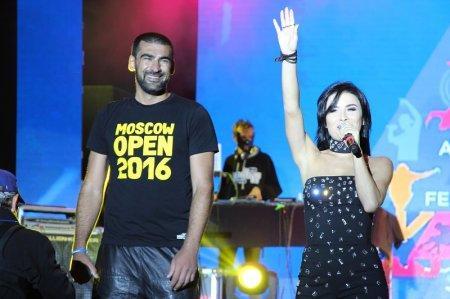 На набережной 15 микрорайона стартовал финальный концерт «Aktau Open Fest» с участием L'One