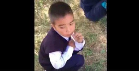 Курящий казахстанский младшеклассник шокировал британские СМИ