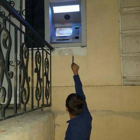 """АТФ Банк объяснил появление """"самого высокого"""" банкомата в Шымкенте"""