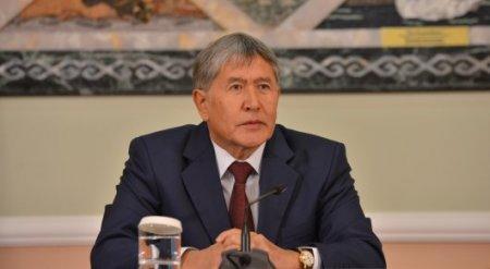 Алмазбек Атамбаев вернулся в Бишкек после лечения в Москве