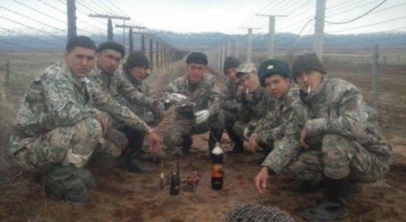 В КНБ прокомментировали фото с распитием военнослужащими спиртного на границе