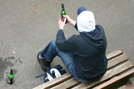 В Казахстане дети начинают пить с десяти лет