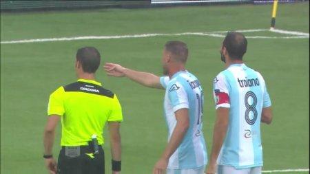 Первая в истории футбола зелёная карточка показана итальянскому футболисту
