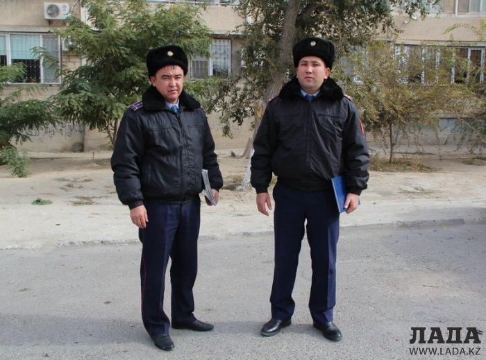Полицейскую операцию по предотвращению суицида в Актау сняли на видео очевидцы