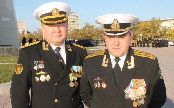 В Актау моряки ВМФ России и Казахстана возложили цветы к «Вечному огню»