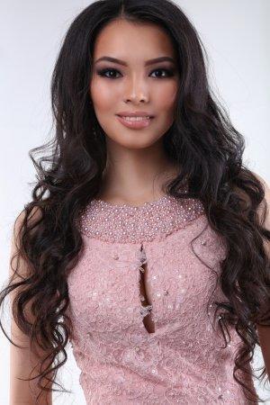 «Мисс Казахстан-2015» Алия Мергембаева сыграет на домбре в шоу талантов на конкурсе «Мисс Мира»
