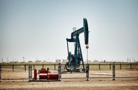 Цена на нефть упала ниже 47 долларов за баррель