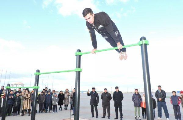 На набережной 15 микрорайона Актау открыли площадку для street workout