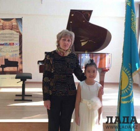 Восьмилетняя пианистка из Актау заняла первое место на международном конкурсе «PianoFestAlmaty»