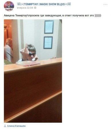 Неприличный жест показала медработница в Карагандинской области