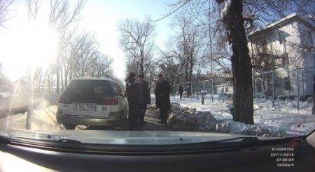 Полиция расследует инцидент с автоподставой в Алматы