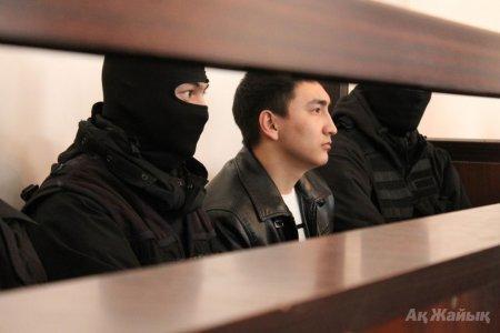 Экс-полицейский Утеуов снял штаны в суде Атырау