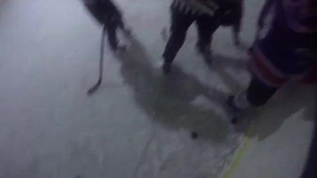 Хоккеист в Улан-Удэ избил судей клюшкой
