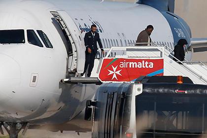 На Мальте освободили 65 пассажиров угнанного ливийского самолета