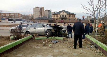 В Актау автомобиль сбил и протащил по асфальту молодого человека